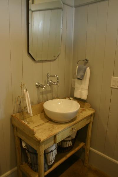909 Bathroom