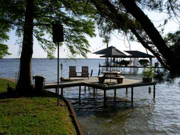 Lodging: The Cottage on Cedar Creek Lake
