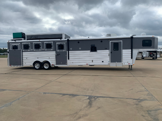 2015 Trailers USA 5 Horse P/C Load W/ 15