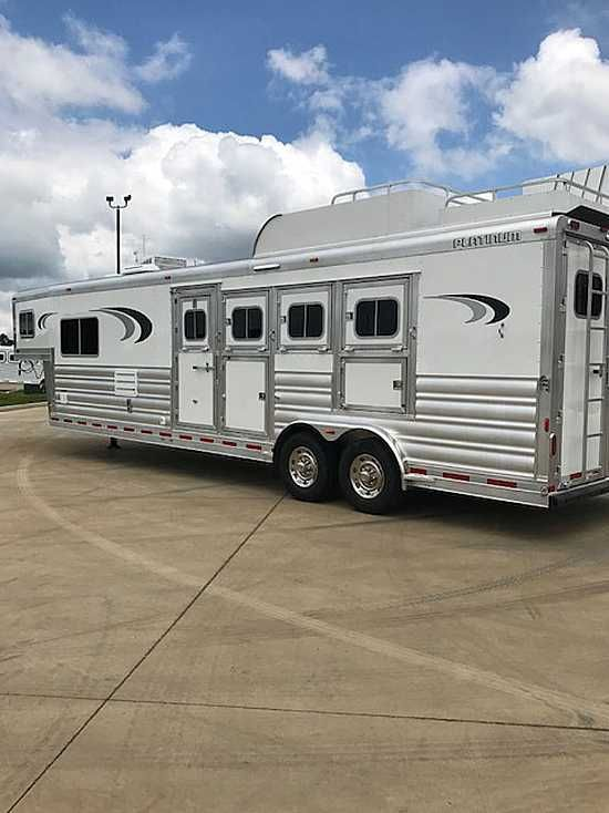 2017 Platinum 4 Horse with Living Quarters