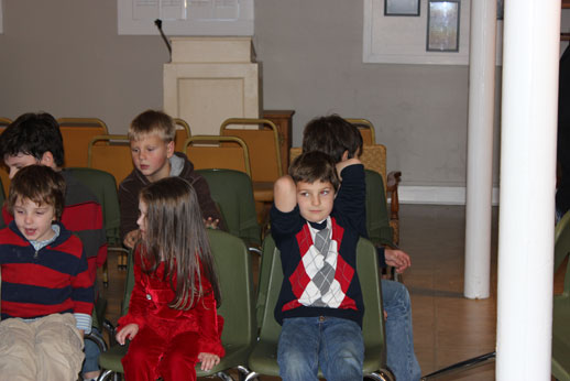 Fellowshipping with the Children: starting the lesson